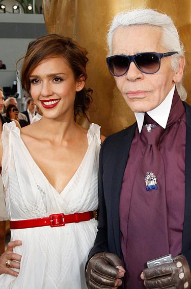 Jessica Alba con Karl Lagerfeld