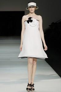 Emporio Armani- vestido blanco con detalles negros