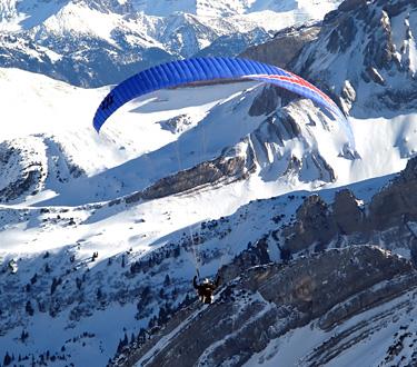 Quintessentially 2 - Monte Everest al extremo, paracaidismo