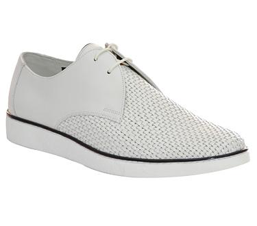 Gran Vía 1 - Bally, viste tus pies con estilo y comodidad.