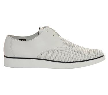 Gran Vía 2 - Bally, viste tus pies con estilo y comodidad.