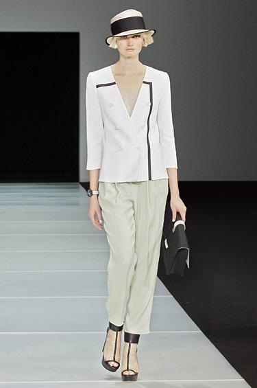 Emporio Armani 1 - Accesorios y complementos de la colección femenina Neodesign de Emporio Armani