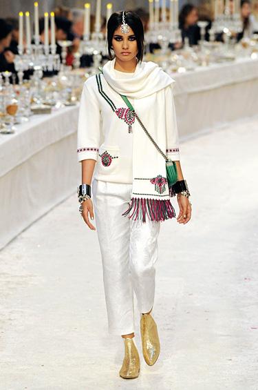 Chanel 1 - Después de Byzance, Shanghai y Moscú, la colección Métiers D Art 2011/12 va llega a India