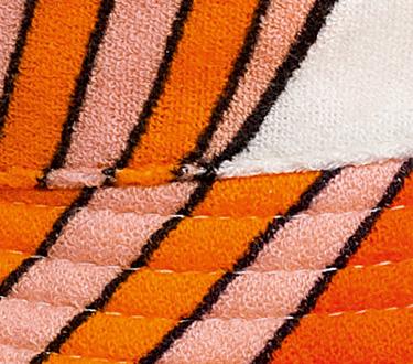 Hermès 2 - Los diseñadores franceses utilizaron más los colores alegres y claros para playa