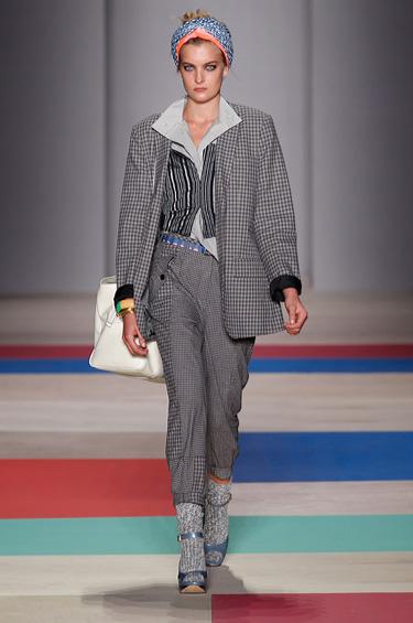 Marc Jacobs 1 - Las bufandas brindan un toque urbano a la colección Marc Jacobs
