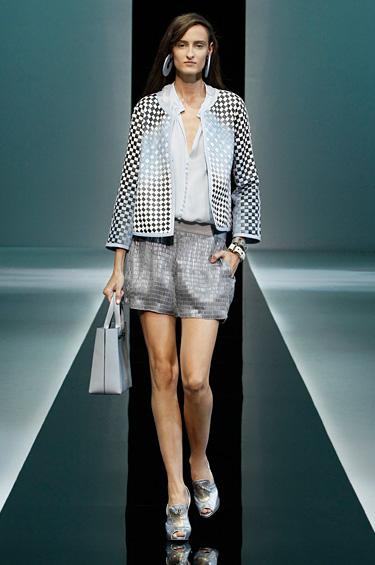 Emporio Armani 1 - Emporio Armani presenta una colección pulcra para mujer